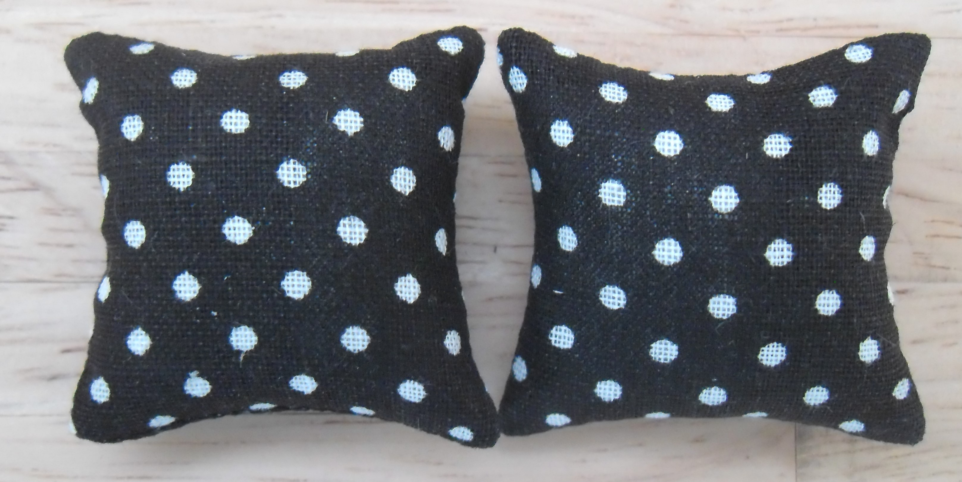Check Pattern in Shades of Blue /& White 1//12th Scale Dolls House Printed Fabric Cushions