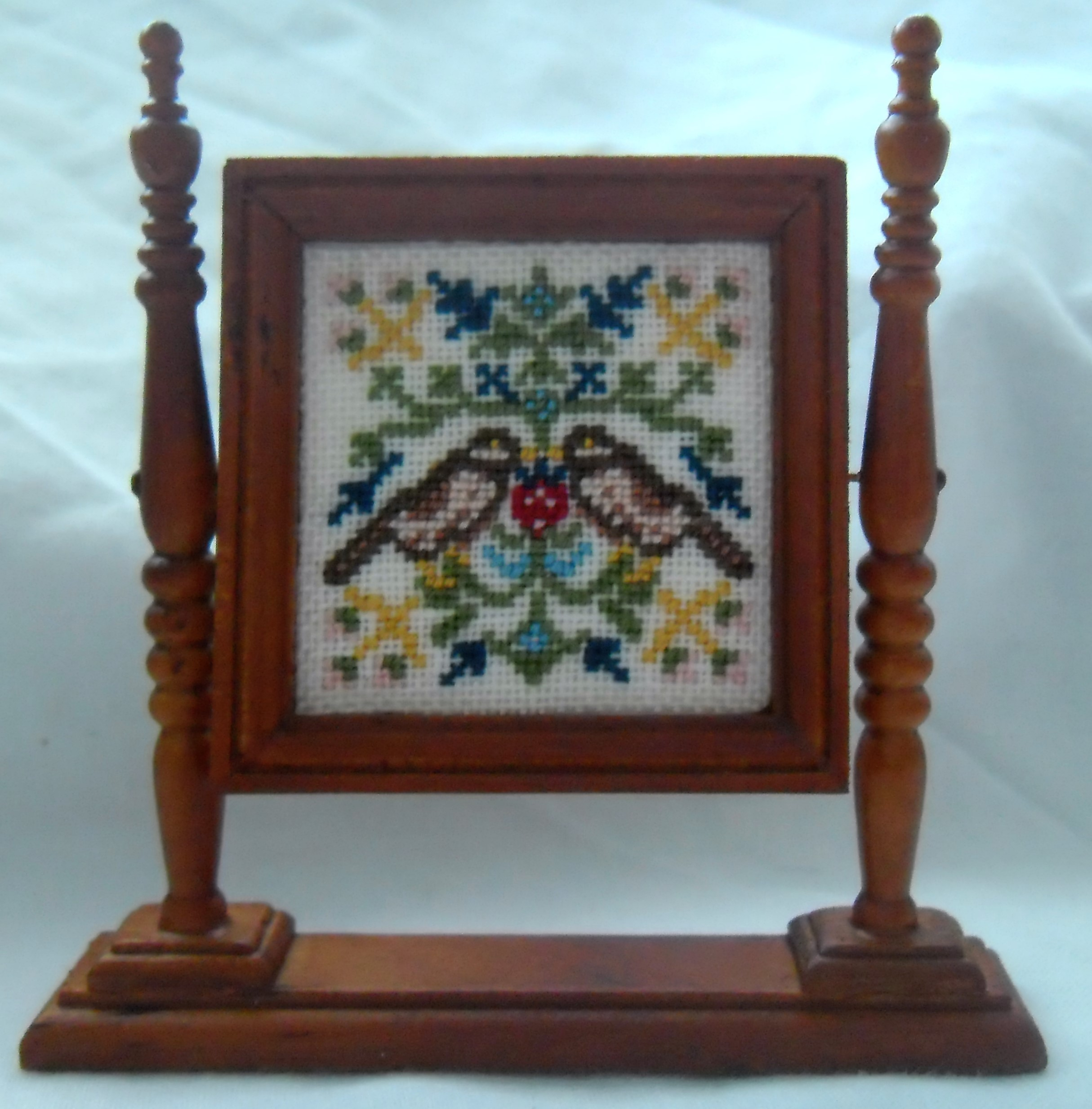 1//12th Scale Dolls House Hand Embroidered Red Church Kneeler Cross Design in Purple /& Silver